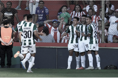 Los jugadores de Banfield celebrando el único gol del partido. Foto: A Puro Gol