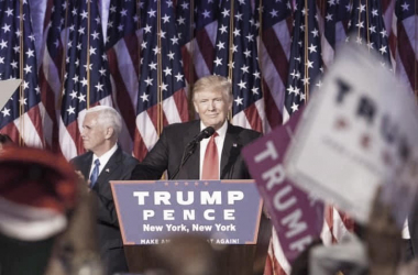 Donald Trump durante una conferencia / Foto del perfil oficial de Facebook de D. Trump