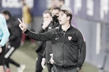 Lopetegui dando indicaciones ante Osasuna / Foto: Sevilla FC
