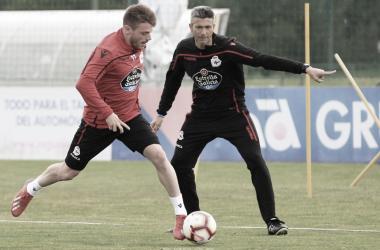 Martí dando indicaciones a Caballo en un entrenamiento. // Foto: R.C.Deportivo
