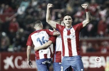 Djuka celebra un gol en El Molinón. Fuente: La Liga.