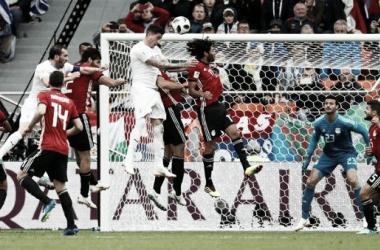 Cabezazo al gol de Giménez sobre la hora (Foto: FIFA).