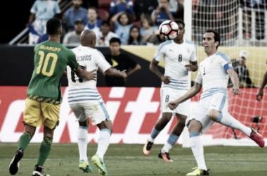 Duelo entre eliminados da Copa América, Uruguai supera Jamaica (Foto: Lance!)