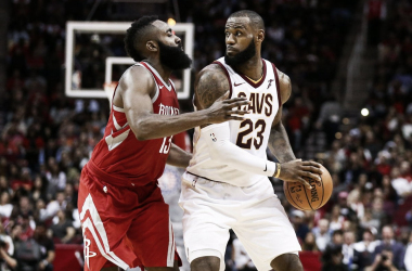 Cleveland Cavaliers forward LeBron James faces up against Houston Rockets guard James Harden at Toyota Center. Photo: Troy Taormina-USA TODAY Sports