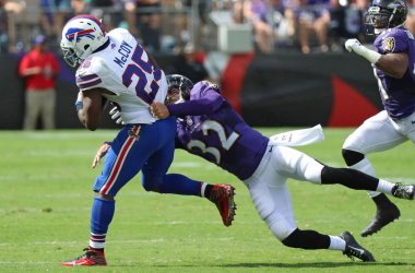 Eric Weddle tackles LeSean McCoy (Photo: Mitch Stringer-USA TODAY Sports)