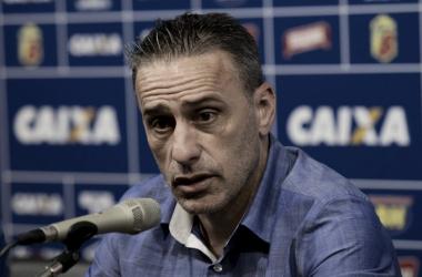 Paulo Bento segue em busca de sua primeira vitória no comando do Cruzeiro (Foto: Washington Alves/Light Press/Cruzeiro)