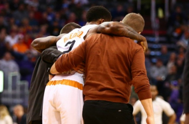 Eric Bledsoe is helped off the court. (Photo Courtesy: USATSI)