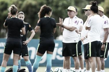 Preparação das meninas iniciou há uma semana e ainda está com o grupo incompleto (Foto: Lucas Figueiredo/CBF)