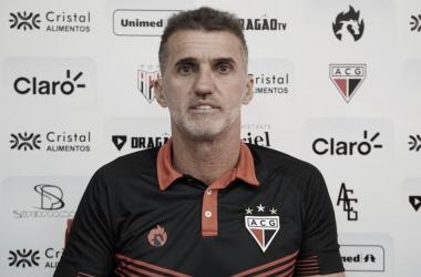 Vagner Mancini reclama de lentidão do Atlético-GO após derrota no clássico contra Goiás