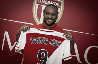 Vagner Love, Monaco's latest signing, with his new shirt.