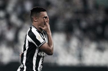 Em noite de homenagens a Beth Carvalho, Erik e Cícero decidem e Botafogo vence Bahia