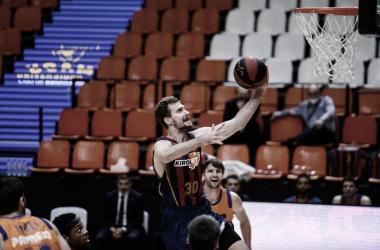 Baskonia asfixia a Valencia y jugará la final ante el Barcelona