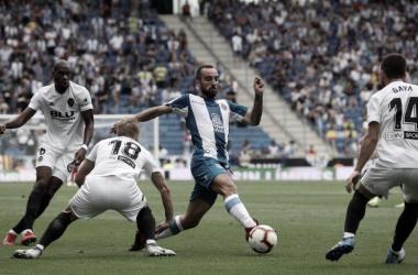 Sergi Darder en una jugada del Espanyol - Valencia de la primera vuelta. Foto: RCD Espanyol