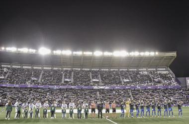 Los 22 jugadores titulares sobre el césped en el Real Valladolid vs Sevilla/ foto RealValladolid.es