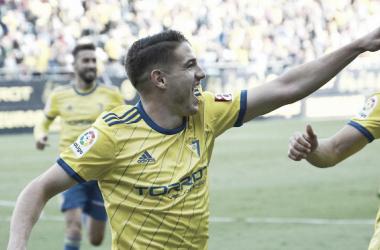 Vallejo celebra el primer gol. Fuente: cádizcf.com