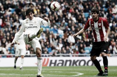 Jesús Vallejo despeja un balón ante San José / Foto: Real Madrid