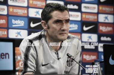 El entrenador azulgrana durante la comparecencia / Foto: Noelia Déniz (VAVEL.com)