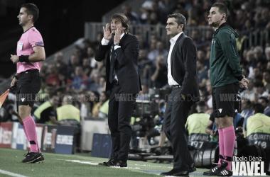Valverde y Conte durante el encuentro en el Camp Nou | Foto: Noelia Déniz - VAVEL