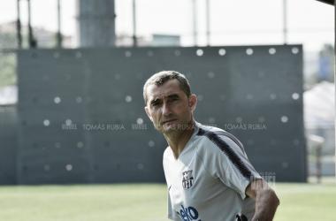 El técnico azuglrana en un entrenamiento de la pretemporada / Foto: Tomás Rubia (VAVEL.com)