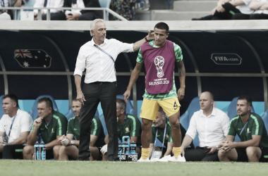 Treinador apostou em Cahill, mas australianos não foram capazes de buscar vitória (Foto: Divulgação/Socceroos)