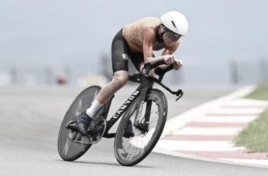 Annemiek Van Vleuten durante la prueba contra el crono. (Fuente: UCI)