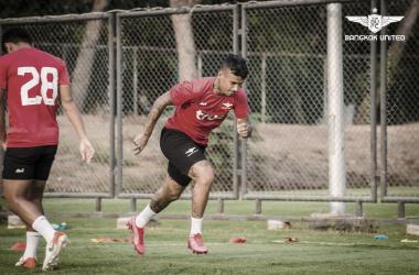 Vander concentra atenções para retorno do futebol na Tailândia