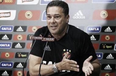 """Luxemburgo repudia atuação contra Grêmio e cobra jogadores: """"Vou resolver internamente"""""""