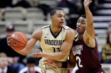 Mississippi State defender Demetrius Houston (2) guards Vanderbilt forward Jeff Roberson (11).Mark Humphrey/AP Photo