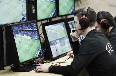 Teste tecnológico com os equipamentos do VAR (Foto: Uefa)