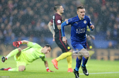 Jamie Vardy of Leicester City celebrates after scoring a goal to make it 1-0 during the Premier League match between Leicester City and Manchester City at The King Power Stadium on December 10, 2016, in Leicester, England. (Photo by James Baylis - AMA/Getty Images)