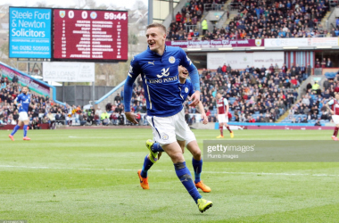 Jamie Vardy celebrates his dramatic winning goal at Turf Moor | Photo: Getty/ Plumb Images