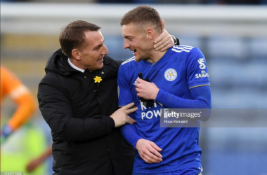 Brendan Rodgers and Jamie Vardy celebrate Leicester City's 3-1 win over Fulham | Photo: Getty/ Ross Kinnaird