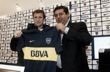 Arruabarrena e Daniel Angelici, presidente do Boca (Foto: Divulgação / Boca Juniors)