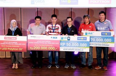 Kevin Sanjaya Sukamuljo (tengah) mendapatkan bonus sebesar Rp 250 juta. (PB Djarum)