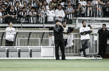 Levir poupa titulares do último treino e destaca importância da partida com Corinthians
