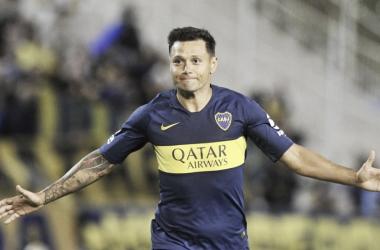 Mauro Zárate abre sus brazos en señal de alegría por el gol anotado. Foto: ESPN.