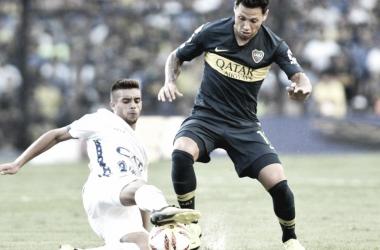 Gutiérrez trabando con Mauro Zárate. Foto: ESPN.