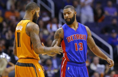 Phoenix Suns forward Markieff Morris (11) and his brother Marcus enjoy a moment before the game in Phoenix, Arizona.(David Kadlubowski/AP)