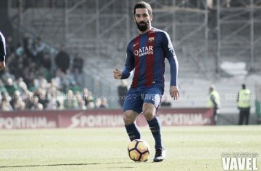 Sem espaço e pouco utilizado no Barcelona, Arda Turan é emprestado ao Basaksehir