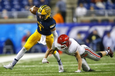 Ithaca's Jake Smith (7) breaks a Clinton tackle in the second quarter of their 2015 MHSAA Division 6 state final game at Ford Field.(Mike Mulholland /MLive.com)