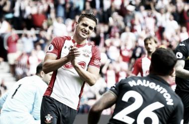 Southampton domina do início ao fim, mas apenas empata com Swansea em casa