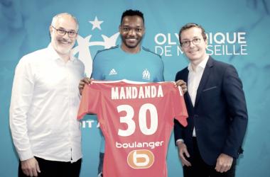 Após temporada perdida por lesão no Crystal Palace, goleiro Mandanda retorna ao Marseille