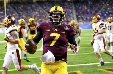 Minnesota Golden Gophers quarterback Mitch Leidner (7) rushes for a touchdown in the fourth quarter against the Central Michigan Chippewas at Ford Field. (Source: Rick Osentoski-USA TODAY Sports)