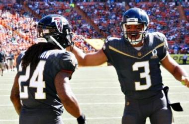 Seahawks quarterback Russell Wilson threw three touchdown passes in Sunday's Pro Bowl. (AP Photo/Marco Garcia)