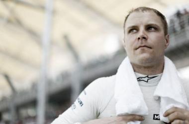 Bottas lamenta batida com Raikkonen na primeira volta do GP da Malásia
