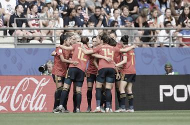 Celebran el tanto frente a la actual campeona / Foto: FIFA