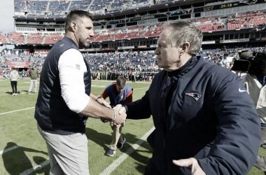 Vrabel y Belichik se saludan tras el partido disfrutado en el Nissan Stadium | Foto: Patriots.com