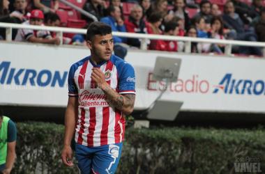 ¿Qué pierde Chivas en el campo con las ausencias de Alexis Vega y Fernando Beltrán?