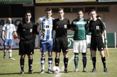 El colegiado Cordero Vega arbitrando. // Foto: Fútbol Asturiano