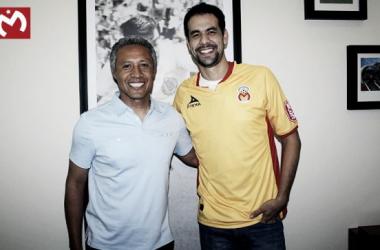 Pablo Velázquez ya luce su nueva camiseta. | Foto: Fuerza Monarca
